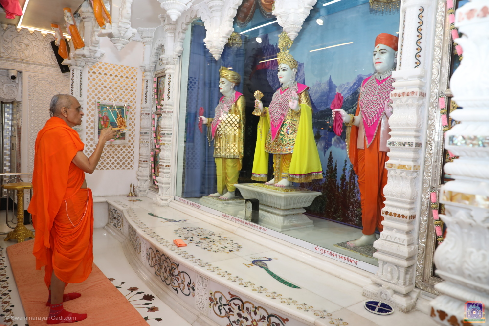 Acharya Swamishree Maharaj - Divine Darshan - Maha Vad 12 - Thursday 20th February 2020
